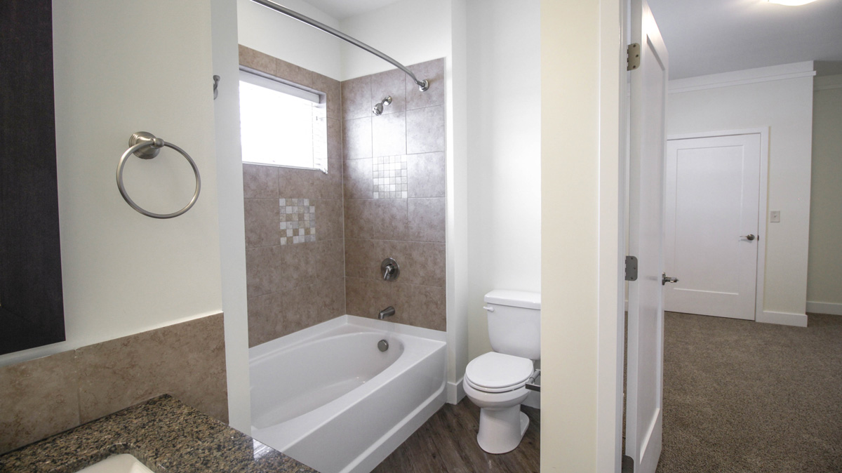 Townhome Full Bathroom